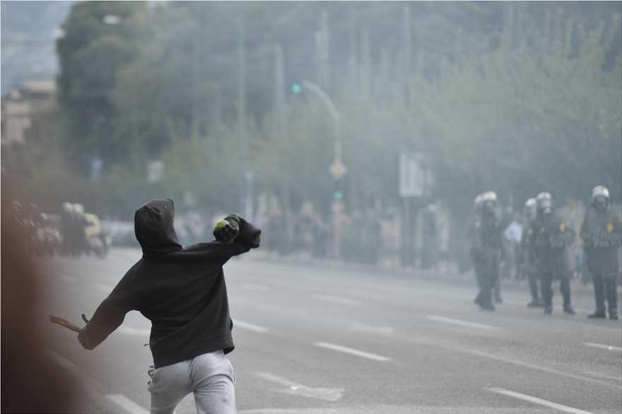 Επεισόδια στο μαθητικό συλλαλητήριο. Πεδίο μάχης το Σύνταγμα