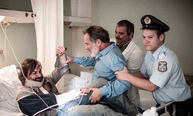 Ου φονεύσεις Image: Ου φονεύσεις: Ο Λάμπρος αγανακτισμένος με το νομικό