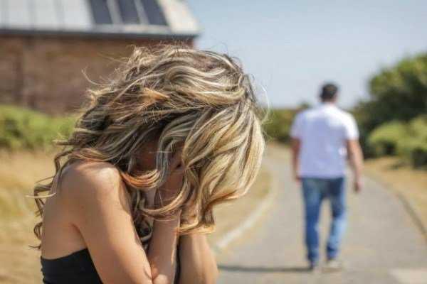 Ο φόβος της οικειότητας -Τα 10 σημάδια που δείχνουν ότι κρατάς σε απόσταση τους άλλους