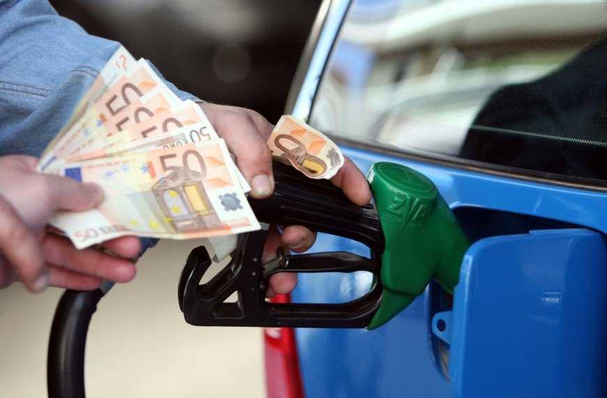ΤΟ ΘΑΥΜΑ ΤΟΥ ΒΕΝΖΙΝΑ! Του έβαλαν 69 λίτρα βενζίνη σε αυτοκίνητο που χωράει… 61! (ΦΩΤΟ)