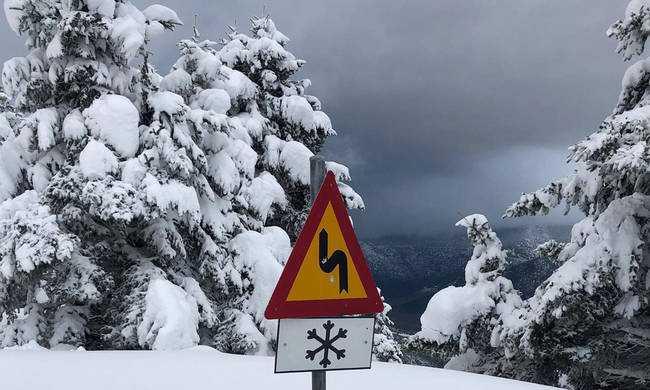 55a3bcd19444 Καιρός LIVE  Σε κλοιό χιονιά η Ελλάδα – Λευκό τοπίο από Μακεδονία μέχρι  Πελοπόννησο (pics vids) - tromaktiko