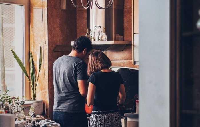 Οι 7 συνήθειές σου που ενοχλούν τους γείτονές σου αλλά δεν το αντιλαμβάνεσαι