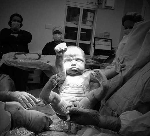 Ένας μικρός… Σούπερμαν: Η πρώτη φωτογραφία της ζωής του έγινε viral