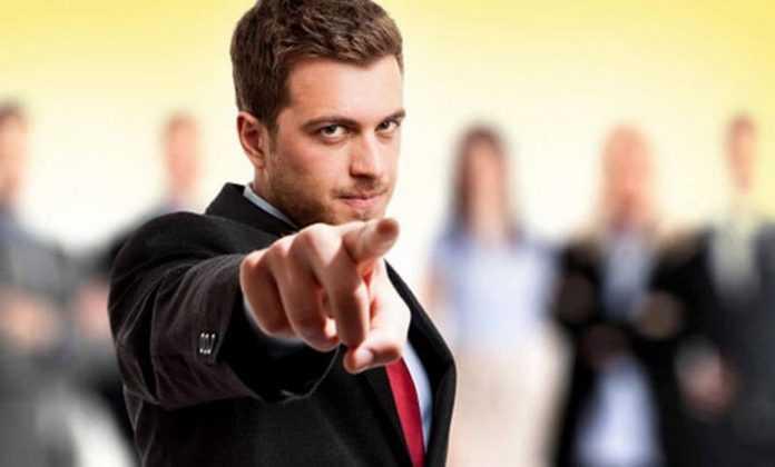 5 σημάδια που δείχνουν ότι έχετε μια δυνατή προσωπικότητα που εκφοβίζει τους άλλους