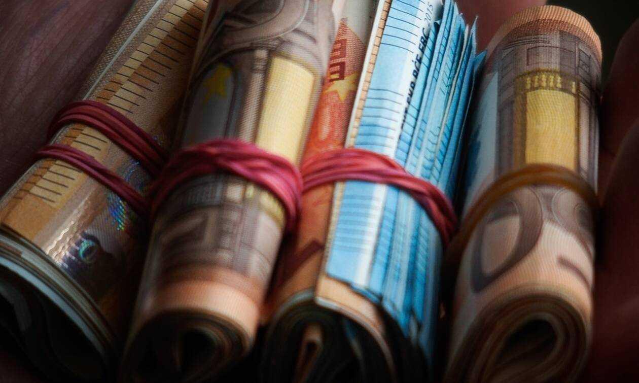 Νέο επίδομα 720 ευρώ: Ποιοι το δικαιούνται και πότε θα το πάρουν