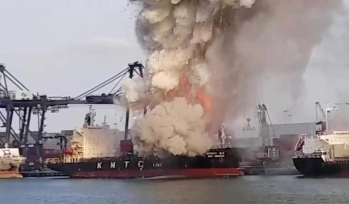 Ταϊλάνδη: Πάνω από 130 άτομα στο νοσοκομείο από φωτιά σε πλοίο