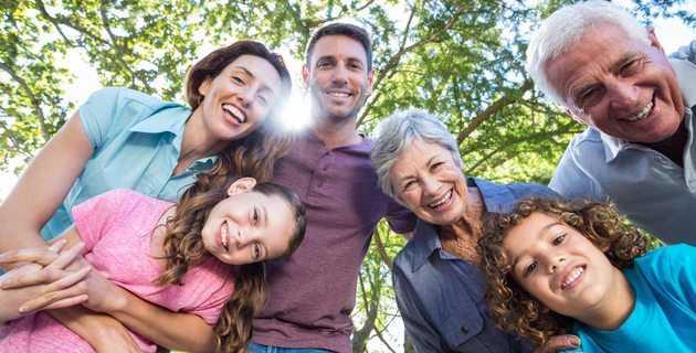 Πώς η παιδική μας ηλικία επηρεάζει τους γονείς που είμαστε σήμερα