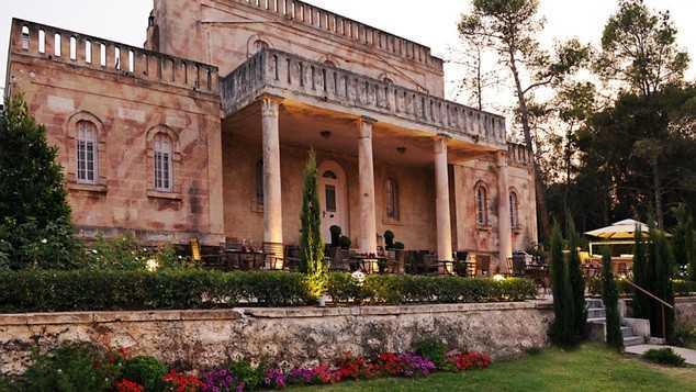 Αποτέλεσμα εικόνας για Μέσα στο επιβλητικό σπίτι που ο Άγγελος Σικελιανός λάτρεψε και έζησε με την Εύα Πάλμερ στην Κορινθία