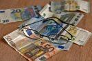 «Βόμβα»: «Έκλεψαν» έως 300 ευρώ το μήνα από τις επικουρικές χιλιάδων συνταξιούχων