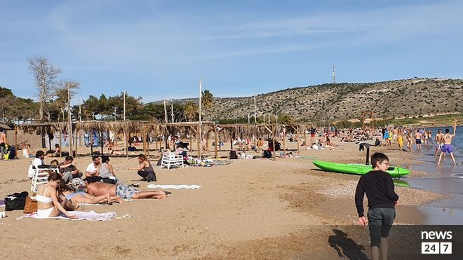 Κορονοϊός: Κλείνουν οργανωμένες παραλίες και χιονοδρομικά κέντρα